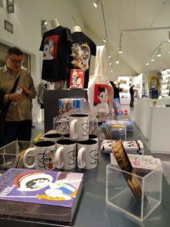 Osamu Tezuka en la tienda del MNAC
